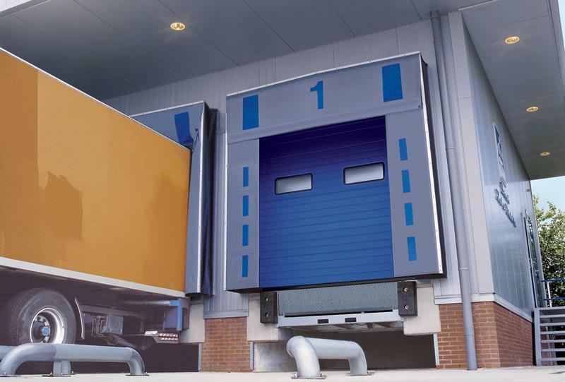 Стеновой резиновый бампер в зоне погрузочно-разгрузочных работ