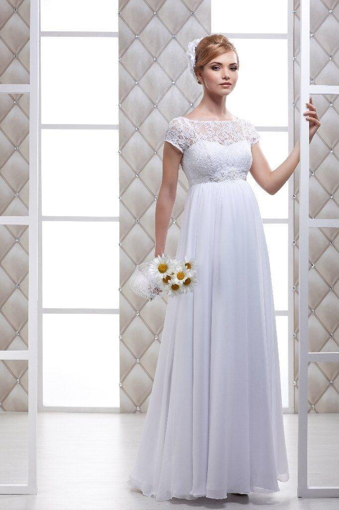 В нашем салоне подобрана коллекция для будущих мам. Свадебные платья в стиле Ампир, с завышенной талией, для невест ожидающих аиста.