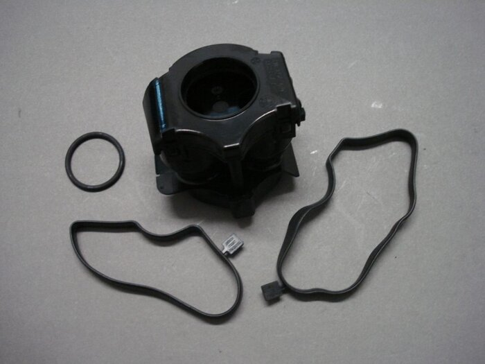 Клапан системы вентиляции картера BMW 11127799366 - фото 1