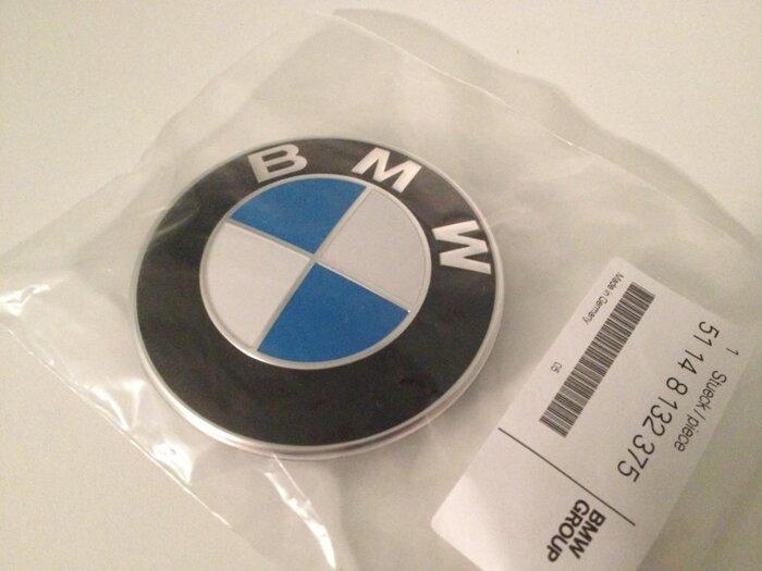 Эмблема капота BMW 51148132375 - фото 1