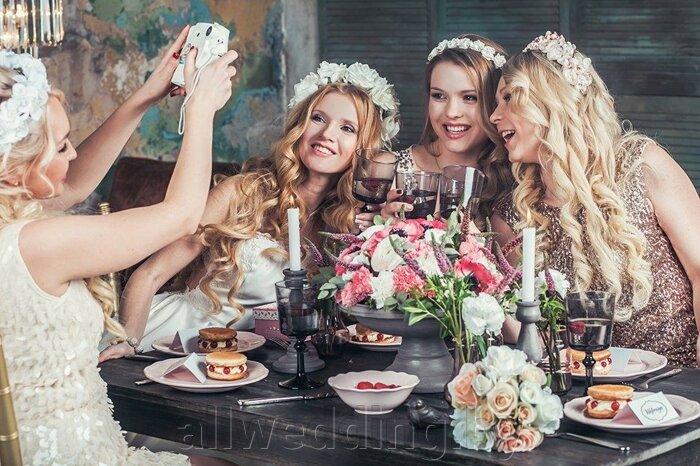 Красивые и яркие ободки и венки для невесты или ее подружек. - фото 6