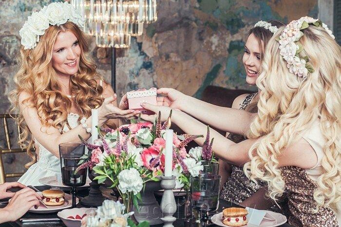 Красивые и яркие ободки и венки для невесты или ее подружек. - фото 7