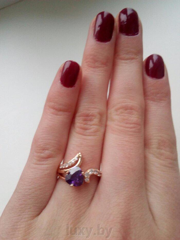 кольцо с фиолетовым фианитом
