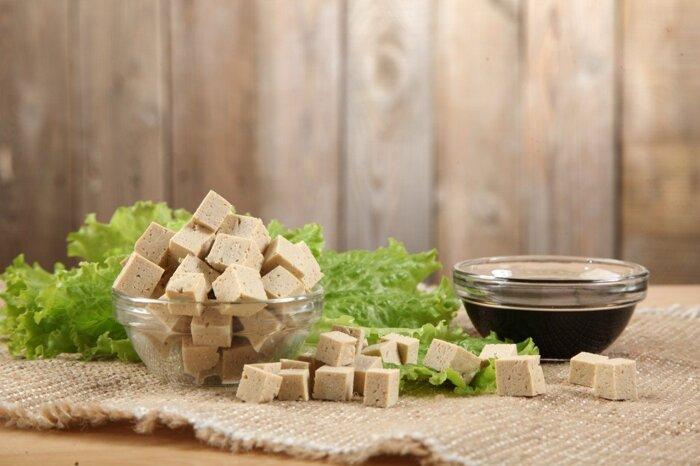 """Сыр тофу """"Ясо"""" (соевый) весенние травы 175 г - фото 1"""